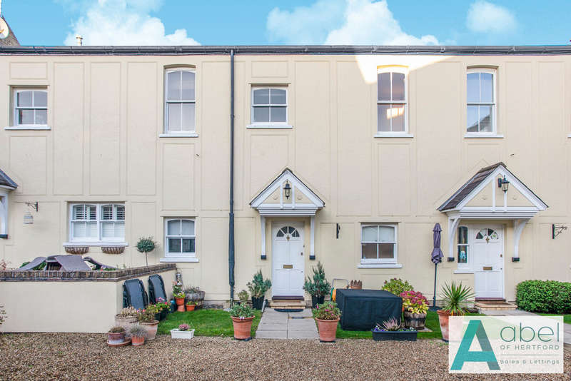 3 Bedrooms Mews House for rent in Courtyard Mews, Chapmore End