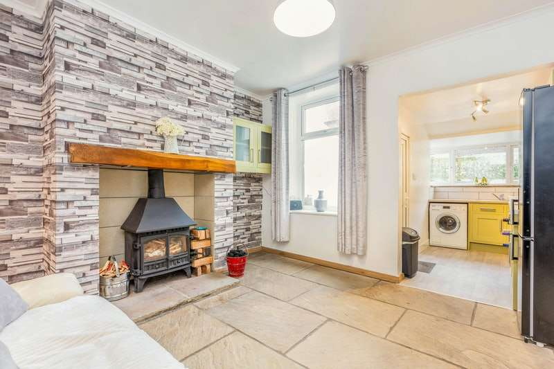 2 Bedrooms Terraced House for sale in Castle Street, Burnley, Lancashire, BB12