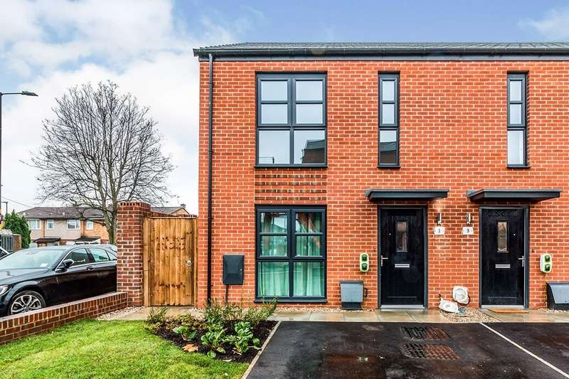 2 Bedrooms Semi Detached House for rent in Kingsheath Street, Manchester, M40