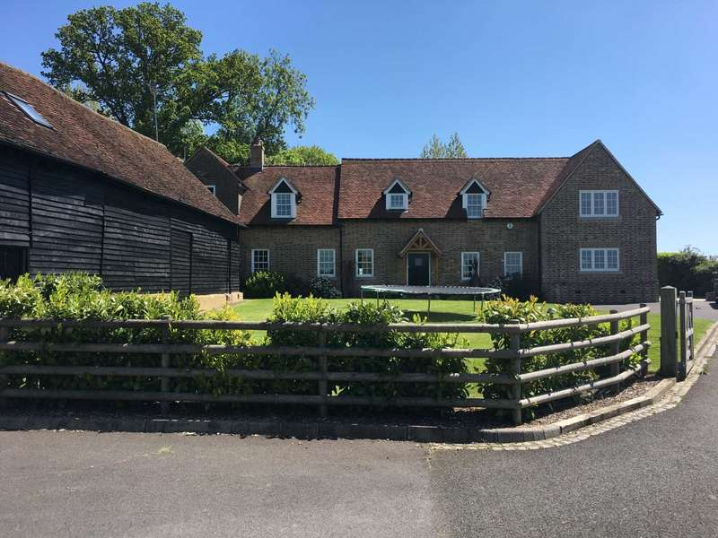 4 Bedrooms Country House Character Property for rent in Toms Hill, Aldbury, Nr Tring, Hertfordshire.