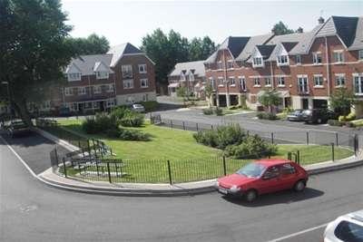 2 Bedrooms Flat for rent in Canterbury Close, Erdington. B23 7QL
