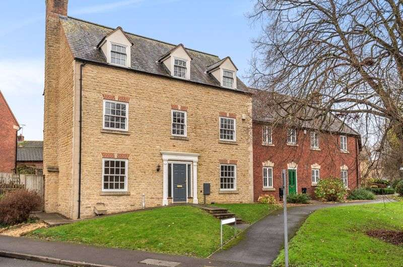 5 Bedrooms Property for sale in Riversmill Walk, Dursley