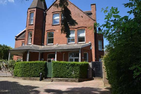 3 Bedrooms Property for rent in Cadoxton Place, Avenue Road, St. Albans