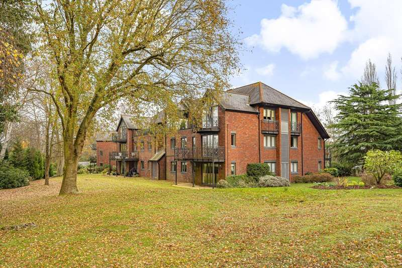 2 Bedrooms Apartment Flat for rent in Japonica House, Woburn Hill Park, Woburn Hill, Addlestone, KT15