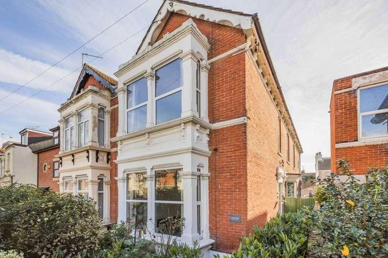 4 Bedrooms Semi Detached House for sale in Stubbington Avenue, Portsmouth, PO2
