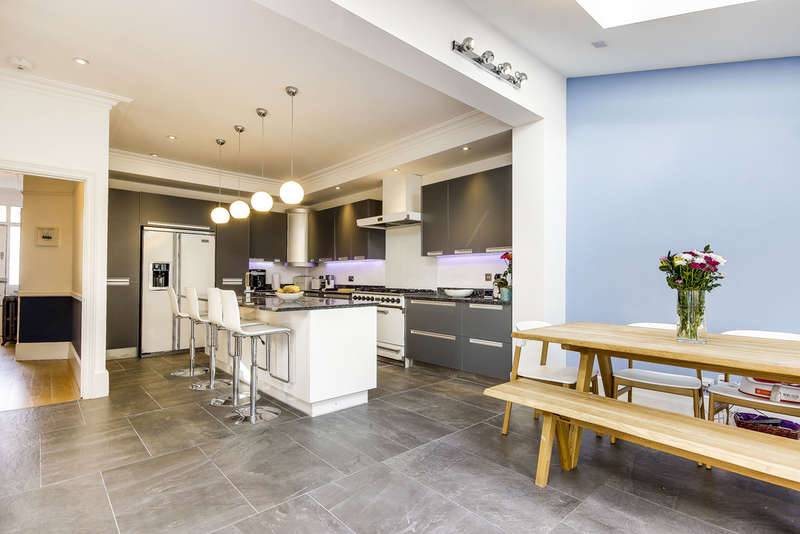 4 Bedrooms Terraced House for sale in Clyde Road, London