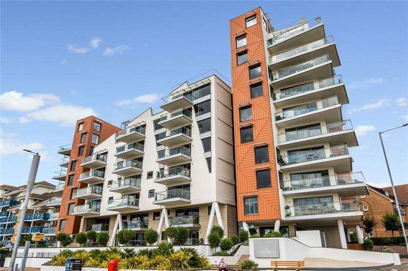 2 Bedrooms Apartment Flat for sale in The Shore, 22-23 The Leas, Westcliff-on-Sea, Essex, SS0