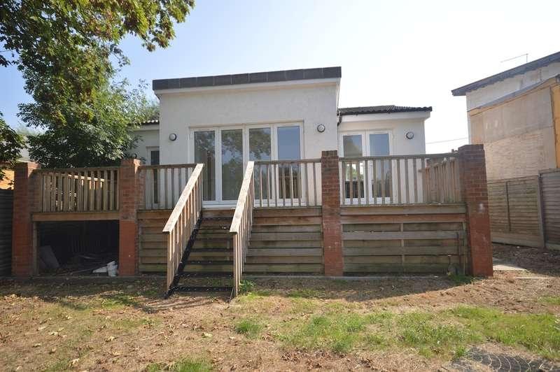 3 Bedrooms Detached Bungalow for sale in Wheatleys Eyot, Sunbury-on-Thames
