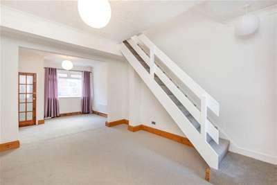 2 Bedrooms Terraced House for rent in Queen Victoria Street, York, YO23 1HW