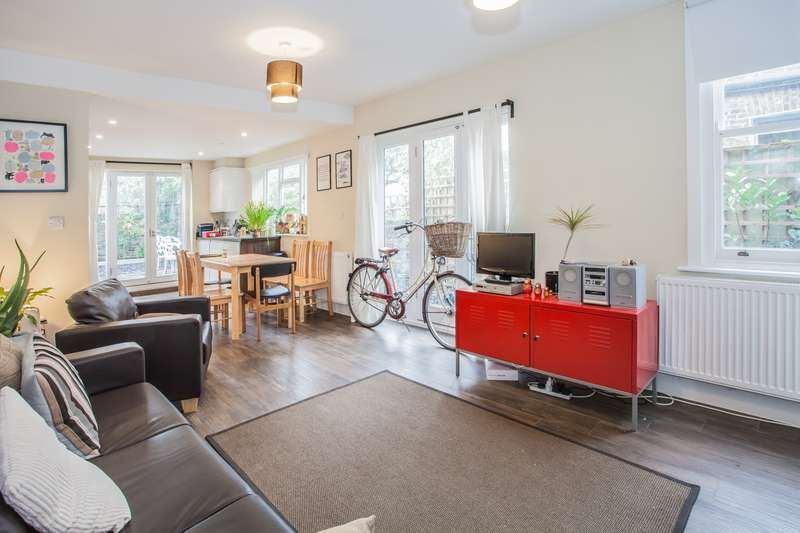 3 Bedrooms Flat for rent in Brooke Road, Stoke Newington, E5