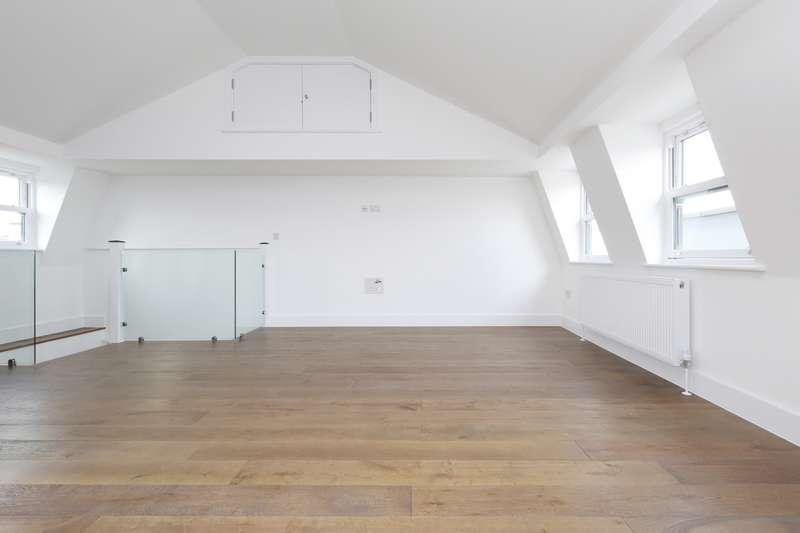 3 Bedrooms Flat for rent in Springdale Road, Stoke Newington, N16