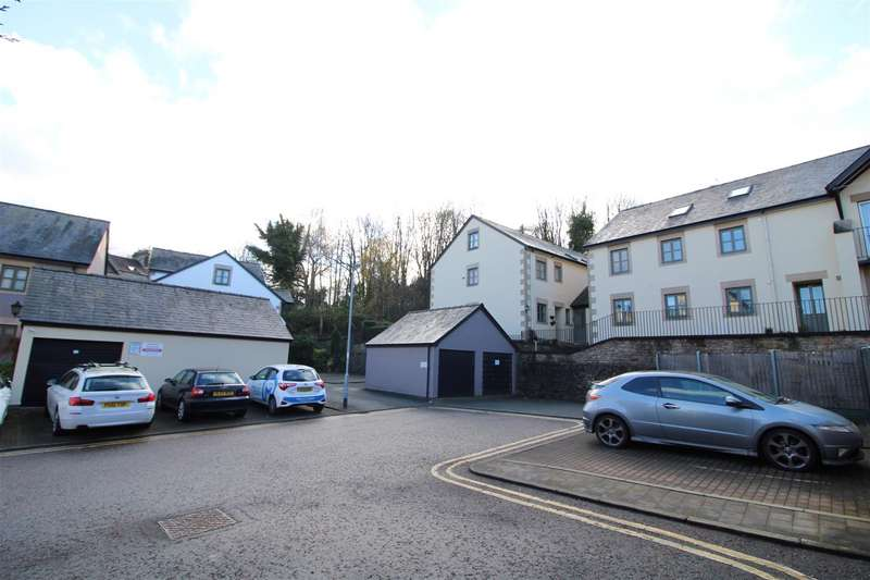 2 Bedrooms Apartment Flat for sale in St. Georges Quay, Lancaster