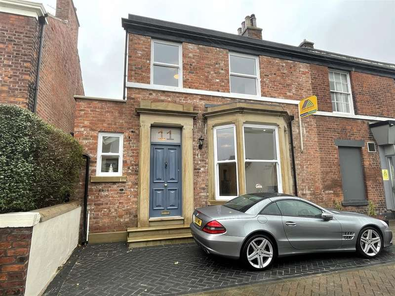 3 Bedrooms End Of Terrace House for sale in Queen Street, Lytham