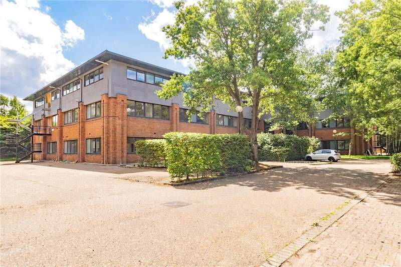2 Bedrooms Flat for rent in Fleet House, Ancells Farm