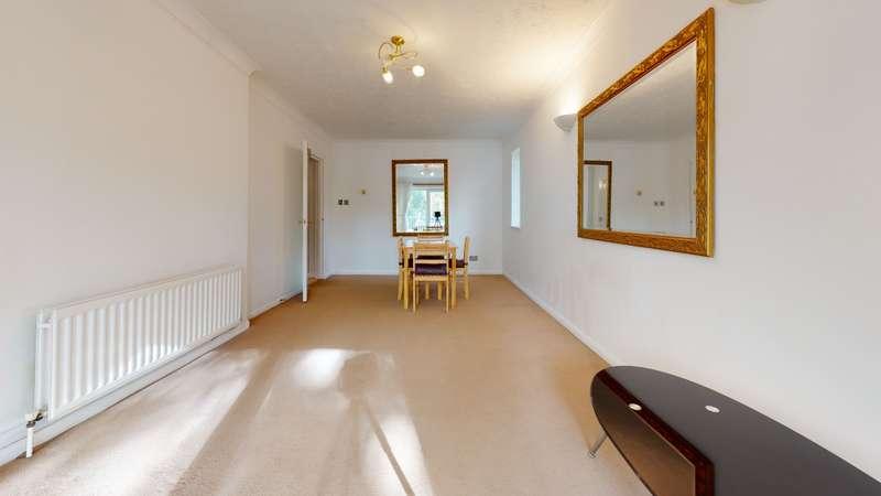 2 Bedrooms Flat for rent in Sandrigham Avenue, BR3