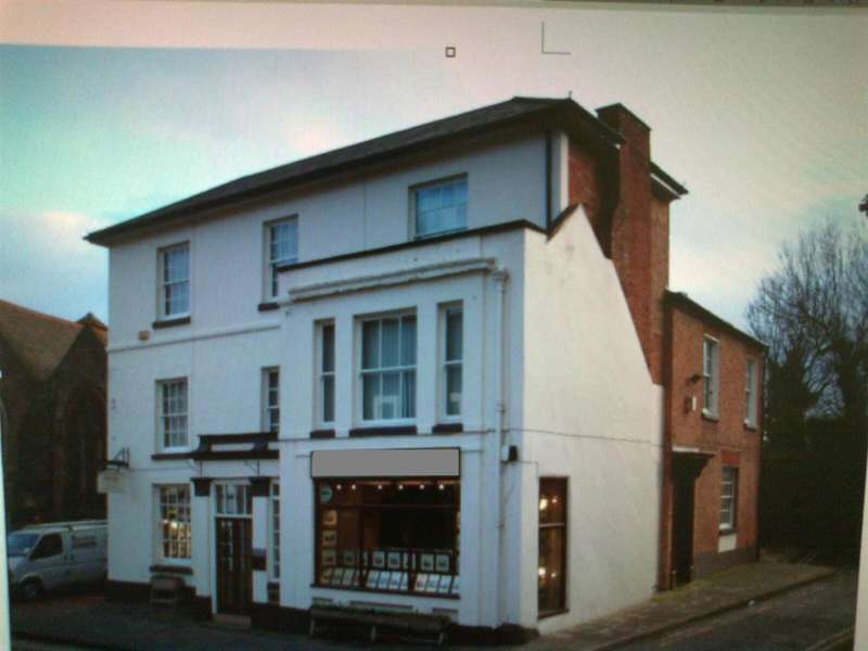 Commercial Property for rent in St Andrews Street, Droitwich, Droitwich
