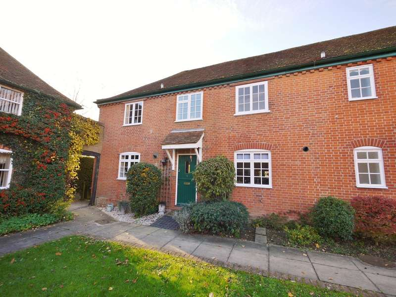 2 Bedrooms Cottage House for rent in Gilstead Hall Mews, Coxtie Green Road, Pilgrims Hatch, Brentwood, CM14