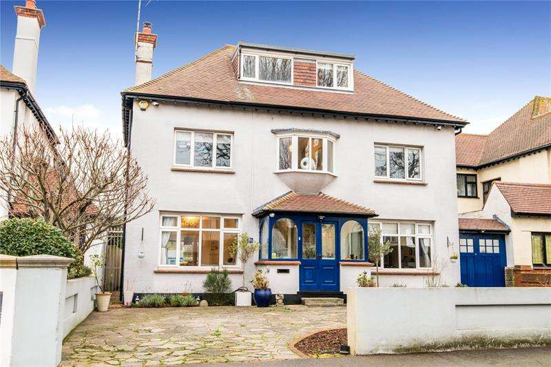 4 Bedrooms Detached House for sale in Burges Road, Thorpe Bay, SS1