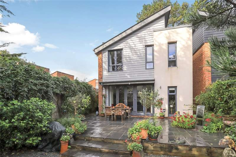 4 Bedrooms Detached House for sale in Silverwood Mews, Winchester, Hampshire, SO22