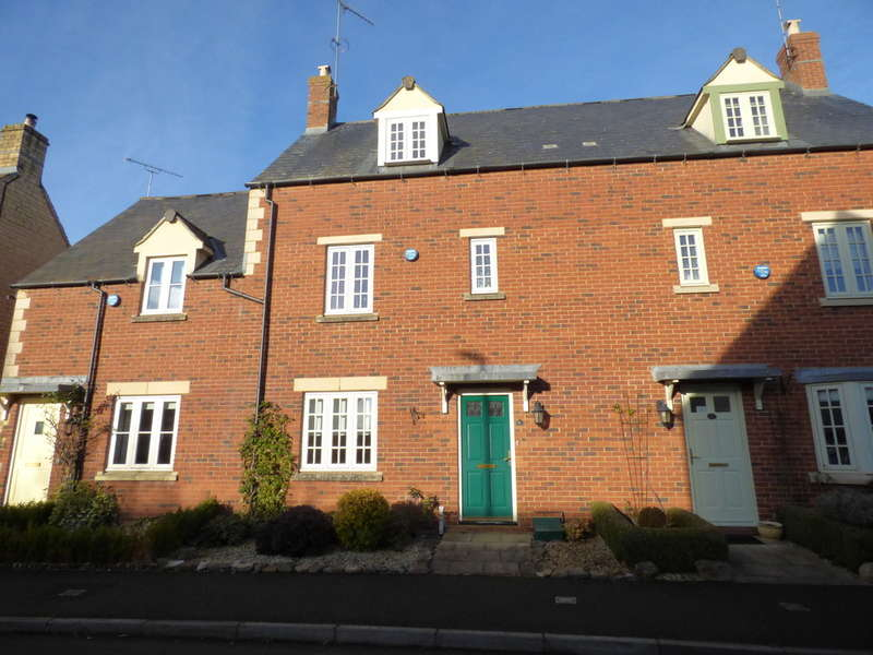 3 Bedrooms Town House for rent in Beceshore Close, Moreton-in-Marsh
