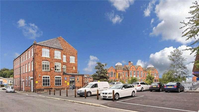 2 Bedrooms Apartment Flat for rent in Stanningley Road, Leeds, West Yorkshire, LS12