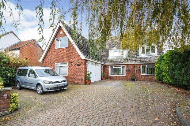 3 Bedrooms Detached House for sale in Hanover Square, Feering, Colchester