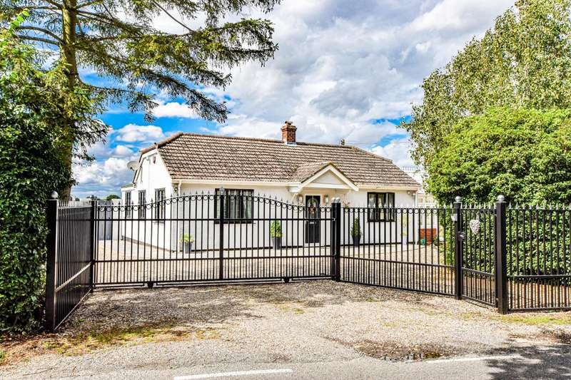 3 Bedrooms Detached Bungalow for sale in Gransmore Green, Felsted, Dunmow