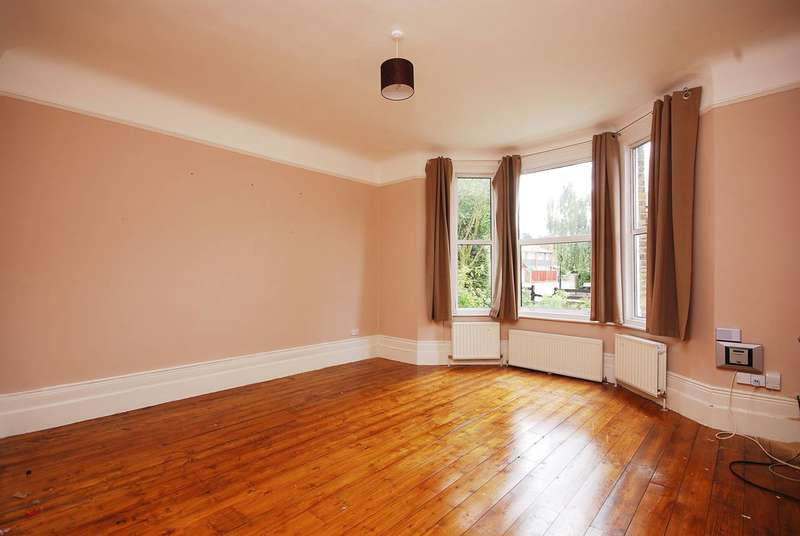 2 Bedrooms Flat for sale in Kempshott Road, Streatham Common, SW16