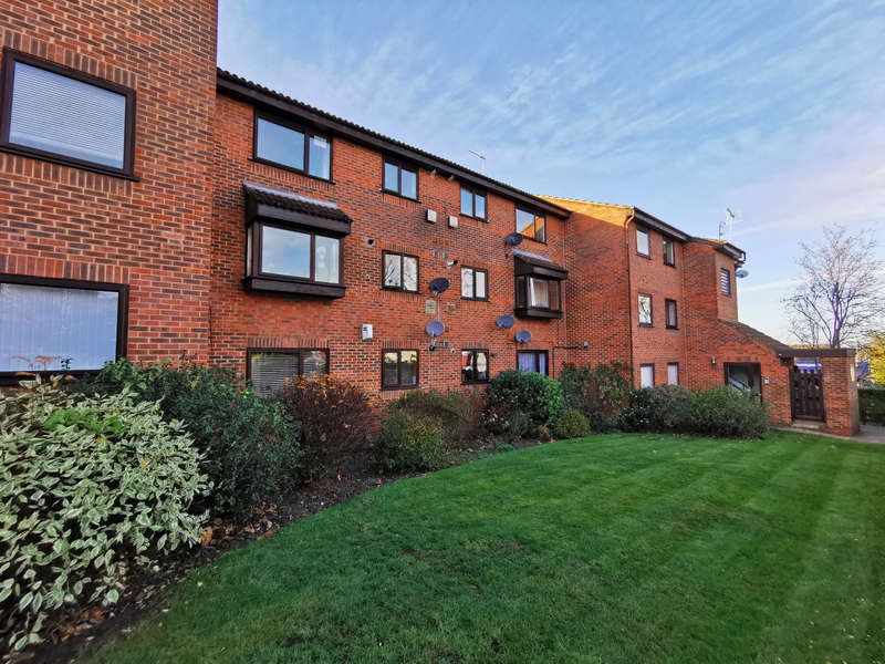 2 Bedrooms Flat for rent in St. Matthews Court, Coppetts Road, Muswell Hill N10
