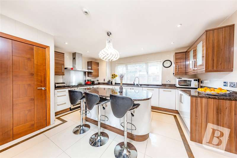 4 Bedrooms Detached House for sale in Kingston Road, Romford, RM1