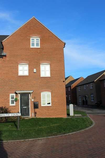4 Bedrooms Semi Detached House for sale in Lynemouth Court, Nottingham, Nottinghamshire, NG5