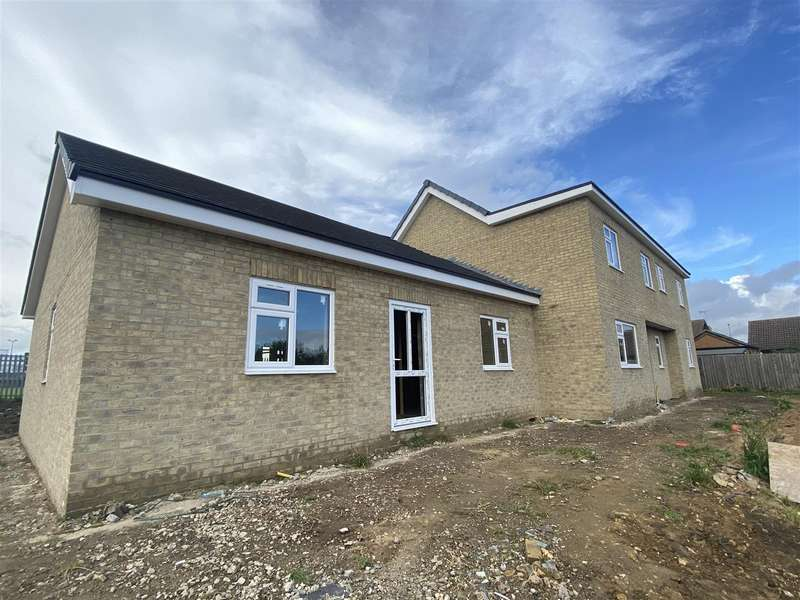 6 Bedrooms Detached Bungalow for sale in Mill House Lane, Winterton, Scunthorpe
