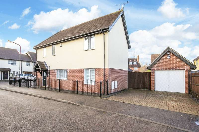 3 Bedrooms Semi Detached House for sale in Roman Way, Waltham Abbey