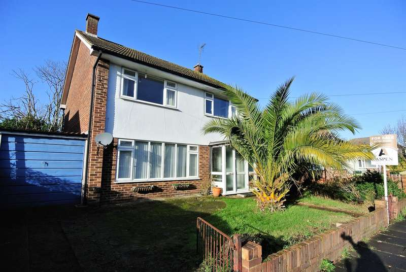 4 Bedrooms Detached House for sale in Dorset Road, Ashford, TW15