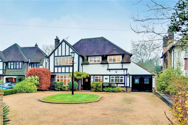 4 Bedrooms Detached House for sale in Downs Hill, Beckenham, BR3
