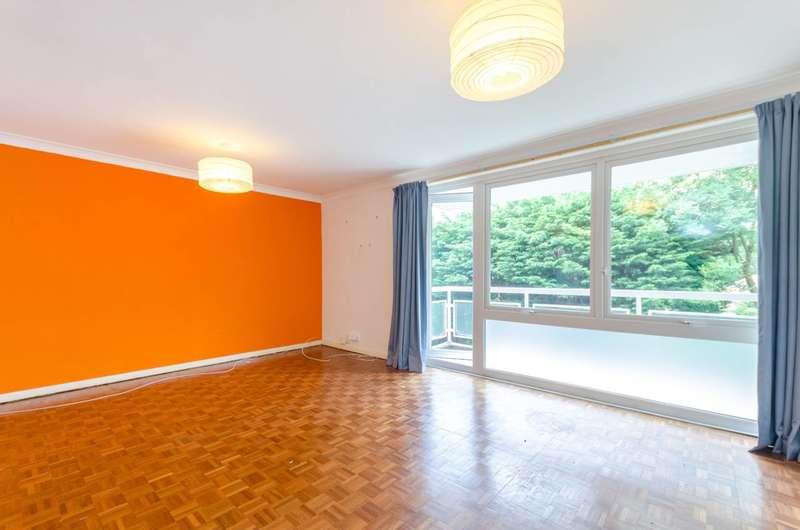 2 Bedrooms Flat for rent in Royal Avenue, Worcester Park, KT4
