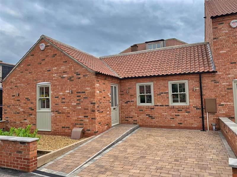 2 Bedrooms Semi Detached Bungalow for sale in Masonic Lane, Thirsk