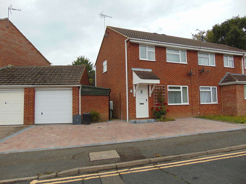 3 Bedrooms Semi Detached House for rent in Luckhurst Road, Willesborough