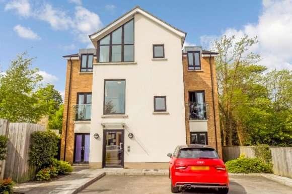 2 Bedrooms Flat for rent in Greenwood Court, Lisburn, BT27