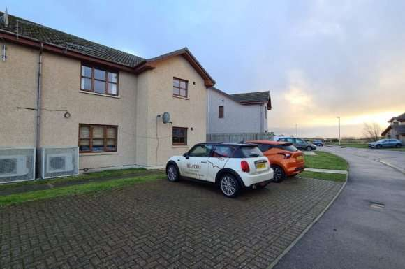 2 Bedrooms Flat for rent in Barlink Road, Elgin, Moray, IV30