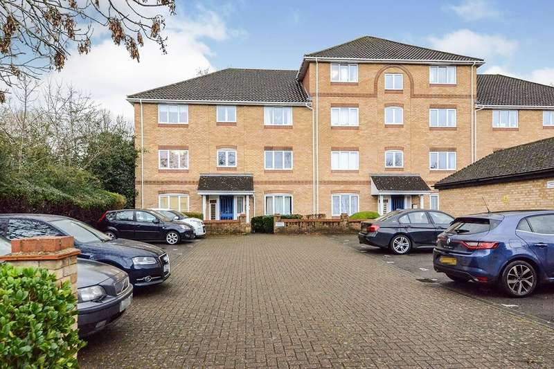 2 Bedrooms Flat for rent in Swan Mead, Hemel Hempstead, HP3