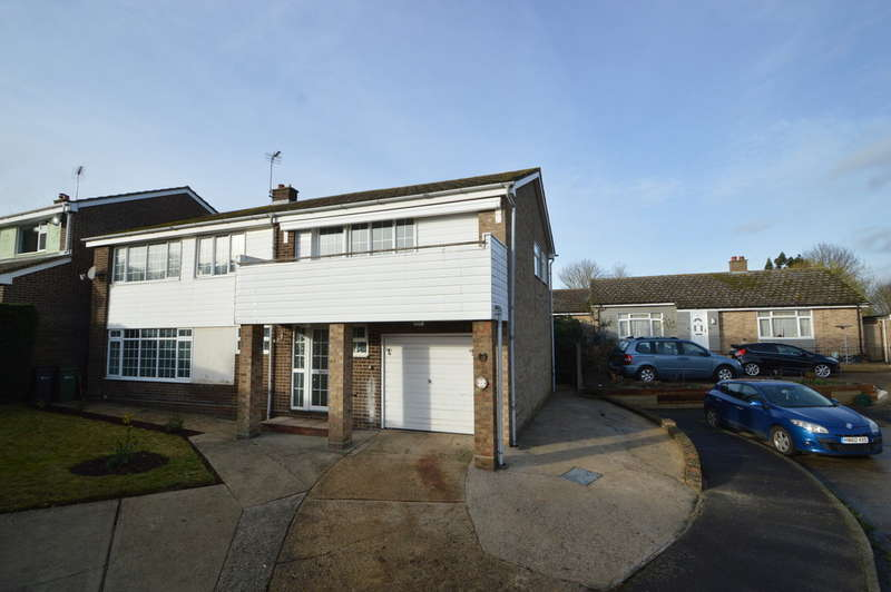 5 Bedrooms Detached House for rent in Barryfields, Shalford