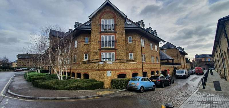 2 Bedrooms Flat for rent in Stewart Place, Station Road, Ware, SG12