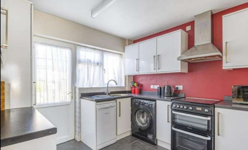 3 Bedrooms Terraced House for rent in Banwell Avenue, SN3