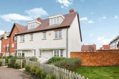 4 Bedrooms Semi Detached House for sale in Wissen Drive, Letchworth Garden City, Hertfordshire, England