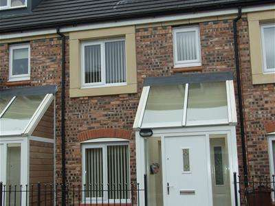 4 Bedrooms Detached House for rent in 43 Barmouth WalkHollinwoodOldhamLancashire