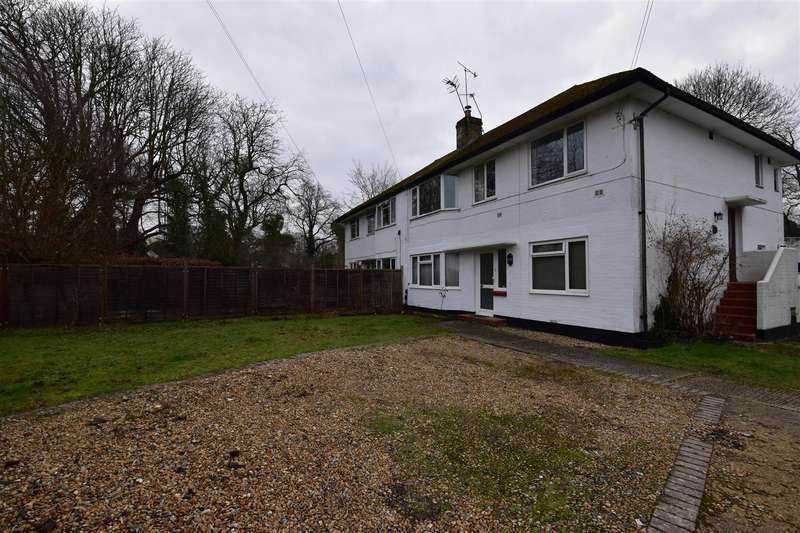 2 Bedrooms Maisonette Flat for rent in Meadowcroft Close, Horley