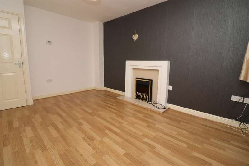 3 Bedrooms Town House for rent in Gifford Way, Darwen, BB3 3BF