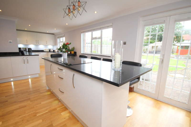 4 Bedrooms Chalet House for sale in South Avenue, Egham