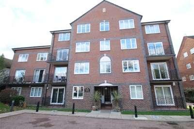 2 Bedrooms Flat for rent in Harvest Court, Park Road, Beckenham, BR3